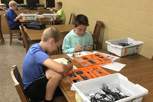 6th grade GT students working in Lego Robotics